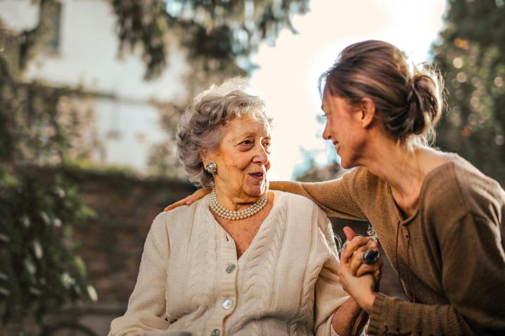 ¿Necesitas a alguien que cuide de una persona mayor? -Servinalopó